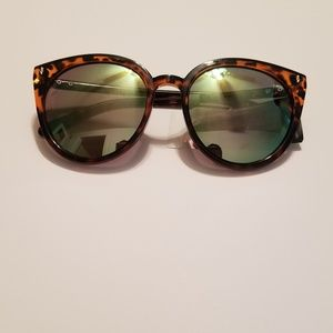 Accessories - Tortoise sunglasses with yellow reflective lenses